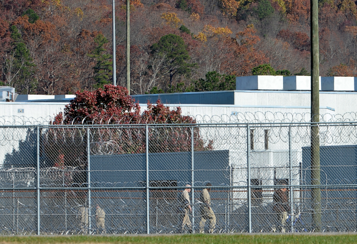 Feds expand Pell Grant program for prisoners working on college degrees